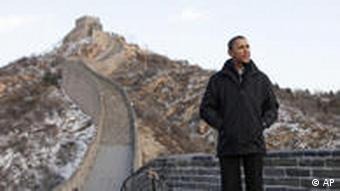 US President Barack Obama tours the Great Wall
