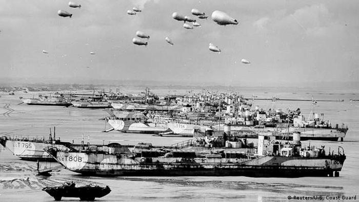 D-Day Archivbilder britische Schiffe vor der Normandie