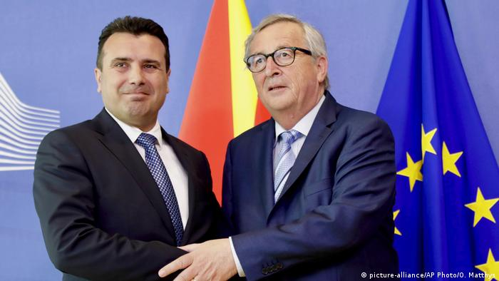 EU Nord-Mazedonien Premierminister Zaev bei Juncker (picture-alliance/AP Photo/O. Matthys)