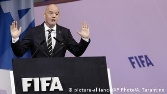 Gianni Infantino hält eine Rede (Foto: picture-alliance/AP Photo/A. Tarantino)