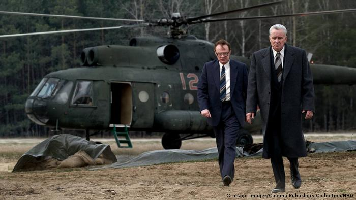 Валерий Легасов и Борис Щербина прибывают на ЧАЭС для расследования - кадры из сериала Чернобыль