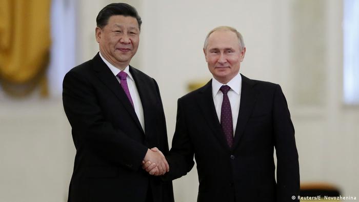 Vladimir Putin recebe Xi Jinping em Moscou