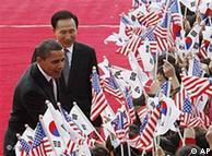 US President Barak Obama, left, and South Korean President Lee Myung-bak