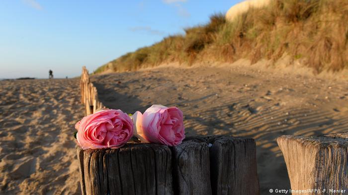 Two roses on Utah Beach
