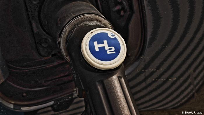 Getting hydrogen at the pumps