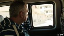 Potraga života: Nemac po Siriji traži svoje sinove teroriste Sinovi Joahima Gerharda su pre više godina otišli u Siriju da se bore za Islamsku državu. Otada oca muči pitanje: zašto? Nedavno je saznao gde se možda nalazi jedan od njih. Naša TV ekipa ga je pratila na putu.