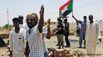 Sudan Khartoum - Demonstranten fordern Machtübergabe des Militär an die Bevölkerung (Reuters/Stringer)
