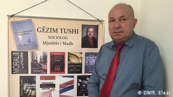 Gezim Tushi, Eksperte, Migration,Albanien, (DW/R. Elezi)