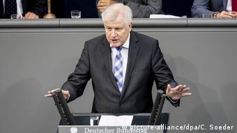 Ζεεχόφερ: Η Γερμανία θα προσφέρει κάθε βοήθεια για τη δημιουργία του νέου κέντρου υποδοχής στη Λέσβο