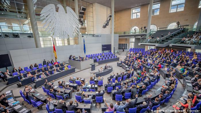 Deutschland Bundestag (picture-alliance/dpa/M. Kappeler)