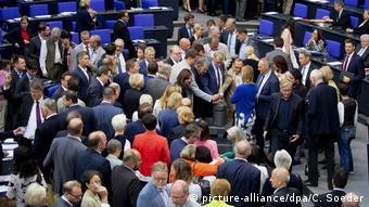 Deutschland Bundestag Abstimmung (picture-alliance/dpa/C. Soeder)