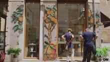 DW Euromaxx Kreuzstich-Streetart von Raquel Rodrigo