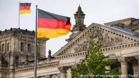 Депутатів Бундестагу відкликають з відпусток на 80 хвилин