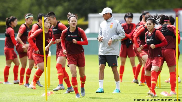 Vor Frauen-Fußball-WM - China Training (picture-alliance/Photoshot/X. Zijian)
