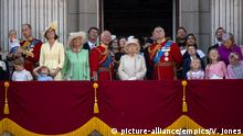 Königin Elizabeth II. und Mitglieder der königlichen Familie