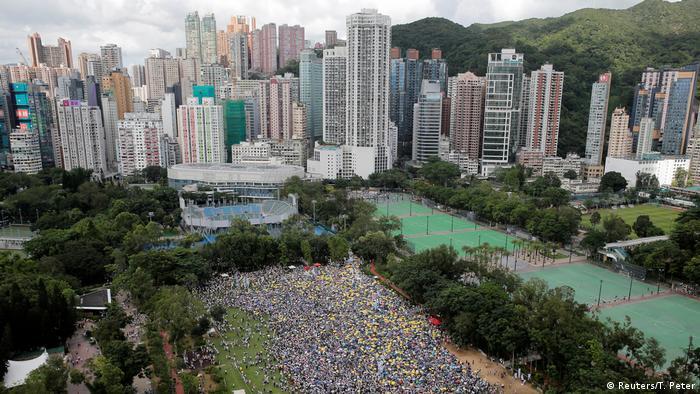 Hongkong Demonstration gegen das Zulassen von Auslieferungen nach China (Reuters/T. Peter)