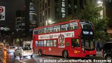 The new iconic buses in the streets of central London during the night, the red double decker Routemaster buses, introduced in 1956. The current buses are moving with a hybrid electric-diesel engine. The red bus become one of the landmarks of London and symbol for Great Britain. (Photo by Nicolas Economou/NurPhoto) | Keine Weitergabe an Wiederverkäufer.