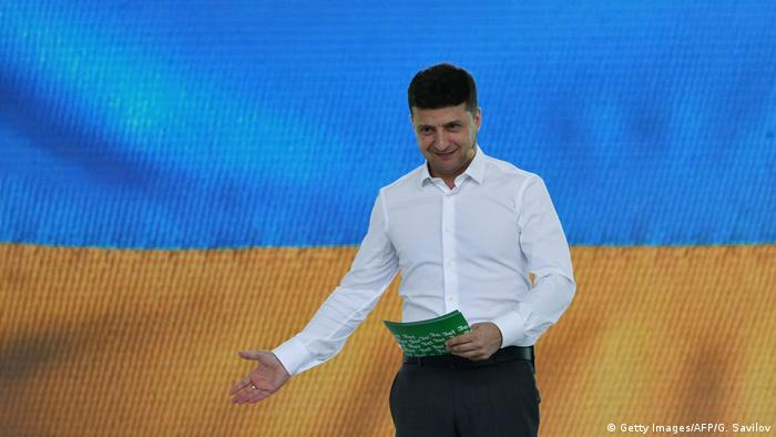 Volodymyr Zelenskiy gestures during a speech at a campaign rally (Getty Images/AFP/G. Savilov)