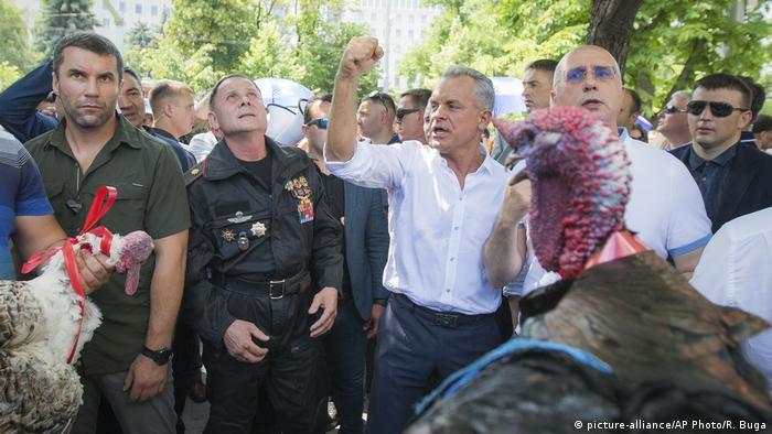 Pavel Filip şi Vlad Plahotniuc - 9 iunie 2019 (picture-alliance/AP Photo/R. Buga)