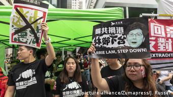 Algunos pidieron la renuncia de Carrie Lam. (picture-alliance/Zumapress/J. Russel)