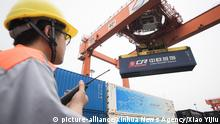 (190601) -- BEIJING, June 1, 2019 (Xinhua) -- Staff unload containers from the freight train X8044 after the train from Hamburg of Germany arrived at Wujiashan railway container center station in Wuhan, central China's Hubei Province, Aug. 26, 2018. The trading partnership between China and German city of Hamburg can be traced back to the 18th century. After years of development, the Port of Hamburg is now one of the most important European hubs for trade with China. In 2018, the Port of Hamburg had a total seafreight volume of approximate 8.7 million twenty-foot equivalent units (TEU), of which some 2.6 million are related to China, according to the statistics released by the port. TO GO WITH:Feature: Port of Hamburg witnesses prosperity of Sino-German trade (Xinhua/Xiao Yijiu) | Keine Weitergabe an Wiederverkäufer.