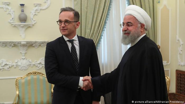 German Foreign Minister Heiko Maas and Iranian President Hassan Rouhani in Tehran (picture-alliance/AA/Iranian Presidency)