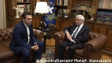 Alexis Tsipras (r), Premierminister von Griechenland trifft sich mit Prokopis Pavlopoulos