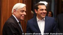 10.06.2019, Griechenland, Athen: Alexis Tsipras (r), Premierminister von Griechenland trifft sich mit Prokopis Pavlopoulos, dem griechischen Staatspräsidenten. Gut zwei Wochen nach seiner Niederlage bei den Europawahlen hat der griechische Regierungschef Tsipras am Montag bei Staatspräsident Pavlopoulos vorgezogene Parlamentswahlen beantragt. Diese werden am 7. Juli stattfinden, teilte Tsipras im Staatsfernsehen (ERT) mit. Foto: Petros Giannakouris/AP/dpa +++ dpa-Bildfunk +++  
