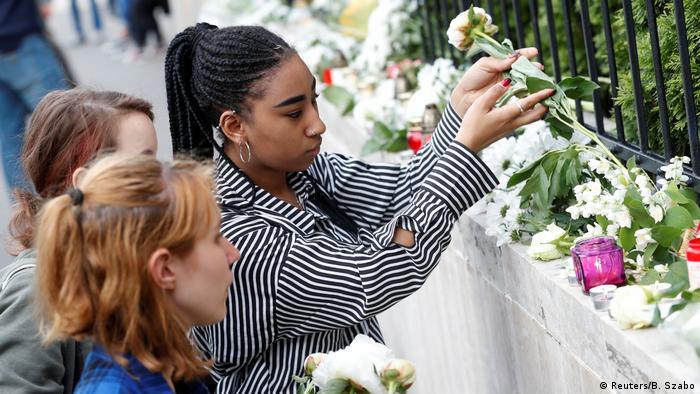 Luego del accidente, Budapest rindió homenaje a las víctimas, colocando flores y encendiendo velas frente a la embajada de Corea del Sur en la capital húngara.