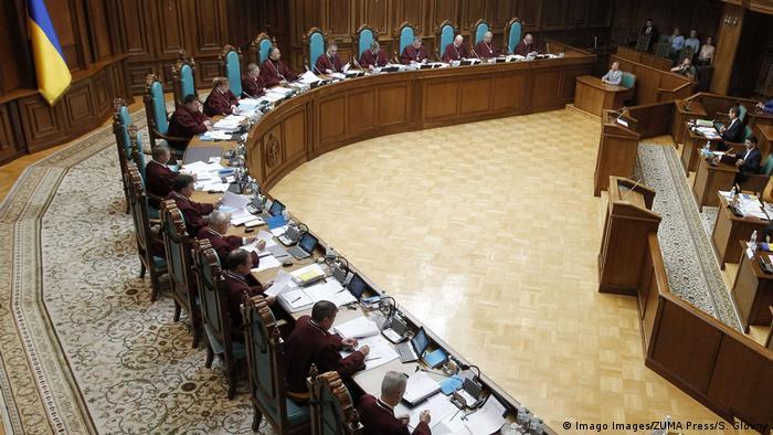 Конституційний суд України має розглянути звернення депутатів щодо закону про мову