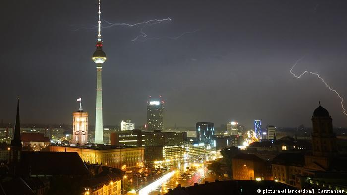 Deutschland Gewitter in Berlin BdT (picture-alliance/dpa/J. Carstensen)