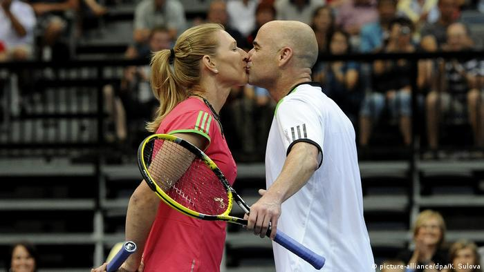 Штеффи Граф на теннисном корте - в паре с мужем