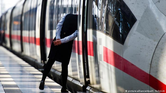 Deutsche Bahn Zugbegleiter