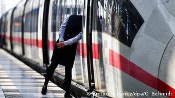 Τρένο υψηλής ταχύτητας (ICE) των Γερμανικών Σιδηροδρόμων στον κεντρικό σταθμό της Φρανκφούρτης