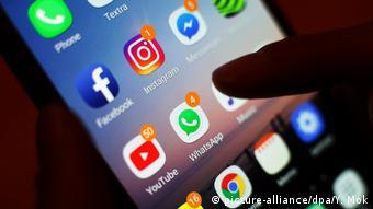 WhatsApp - Instant-Messaging-Dienst (picture-alliance/dpa/Y. Mok)