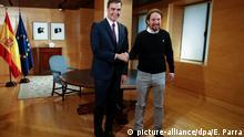 11.06.2019, Spanien, Madrid: Pedro Sanchez (l), amtierender Ministerpräsident von Spanien, und Pablo Iglesias, Chef des Linksbündnisses Unidas Podemos (UP), reichen sich die Hände. Sanchez und Iglesias vereinbarten bei einem Treffen in Madrid eine künftige Zusammenarbeit im Rahmen einer «Kooperationsregierung». Foto: Eduardo Parra/Europa Press/dpa +++ dpa-Bildfunk +++ |