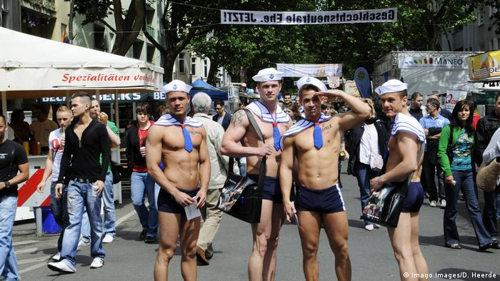 The Lesbian and Gay City Festival visitors in Berlin (Imago Images/D. Heerde)