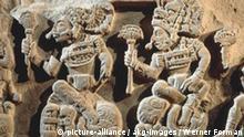 Reliefierte Sitzbank Maya