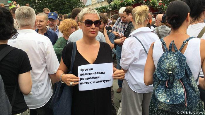 Russland Freilassung des Journalisten Iwan Golunow | Protest findet dennoch statt (DW/E. Barysheva)