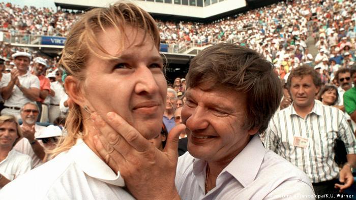 Steffi Graf, deutsche Tennisspielerin | mit Vater Peter 1989 (picture-alliance/dpa/K.U. Wärner)