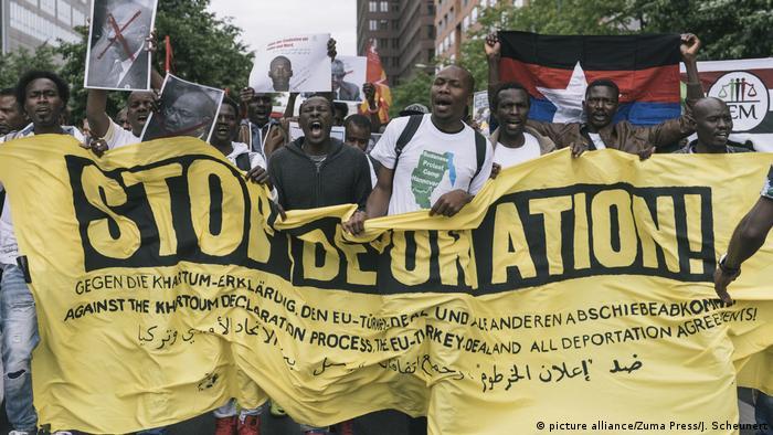 Berlin - Proteste gegen Abschiebungen