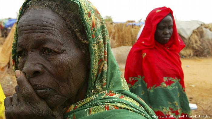 Sudan - Umgesiedelte Frauen aus dem Sudan in einem Lager in Darfour