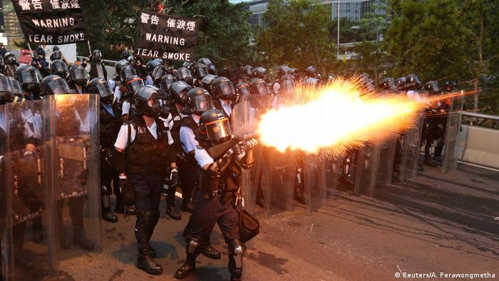 Hong Kong | Protest gegen Auslieferungen nach China & Ausschreitungen (Reuters/A. Perawongmetha)