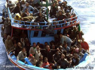 Човен з мігрантами біля берегів Італії (2009)