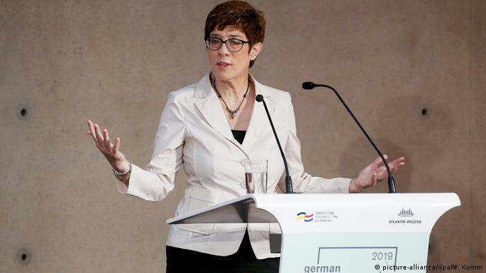 Berlin | Deutsch-Amerikanische Konferenz - Annegret Kramp-Karrenbauer (picture-alliance/dpa/W. Kumm)