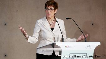 Annegret Kramp-Karrenbauer (picture-alliance/dpa/W. Kumm)
