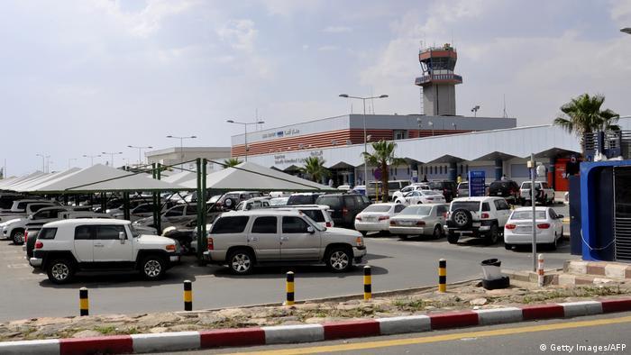 مطار أبها بالسعودية بات هدفا متكررا للطائرات المسيّرة من قبل المتمردين الحوثيين في اليمن مؤخرا (أرشيف)