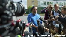 Ai Weiwei spricht zur Presse nach seinem Besuch bei Assange im Belmarsh Gefängnis