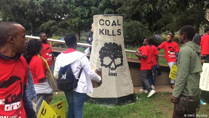 Kenia Lamu   Umweltaktivisten protestieren gegen Kohle