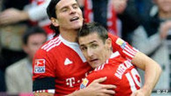 Munich's Mario Gomez, left, and Miroslav Klose celebrate after Gomez scored his sides first goal during the German first division Bundesliga soccer match between FC Bayern Munich in Munich, southern Germany, Saturday, Nov, 22, 2009.